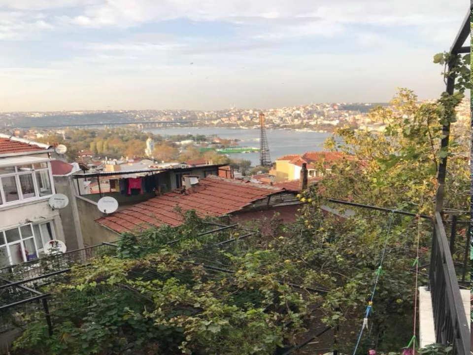 بناء كامل للبيع في قلب مدينة اسطنبول